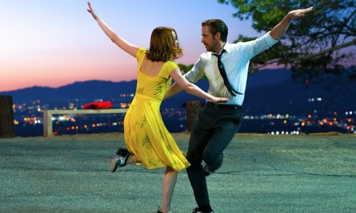 emma stone and ryan gosling dancing in la la land